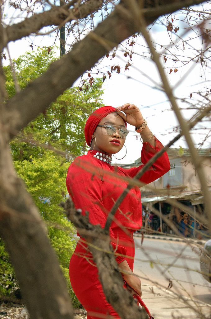Street style bloggers, Monochrome, How to style red, How to style all red, Turban trend, Fashion bloggers in Lagos, Bloggers in Nigeria, Dior sunglasses, how to wear dior glasses, how to style wide leg pants,