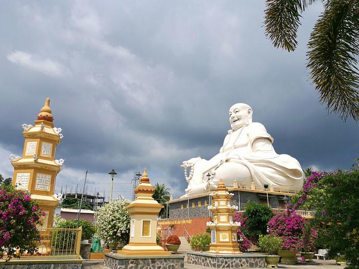 vinh trang buddha | www.wearejuanderers.com