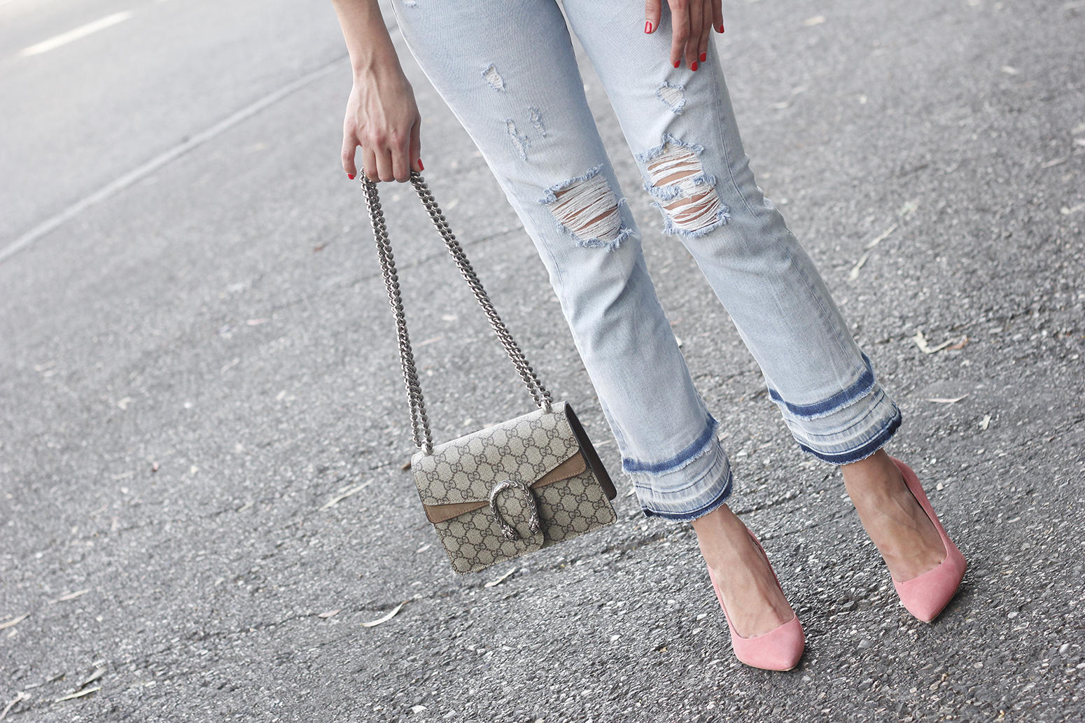striped shirt jeans gucci bag uterqüe earrings pink heels accessories style outfit15