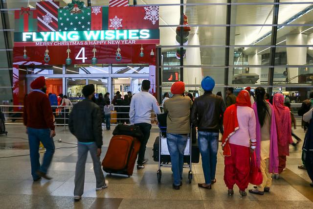 Entrance of Indira Gandhi International Airport telminal 3, Delhi, India デリー インディラ・ガンディー国際空港第3ターミナル入口にて