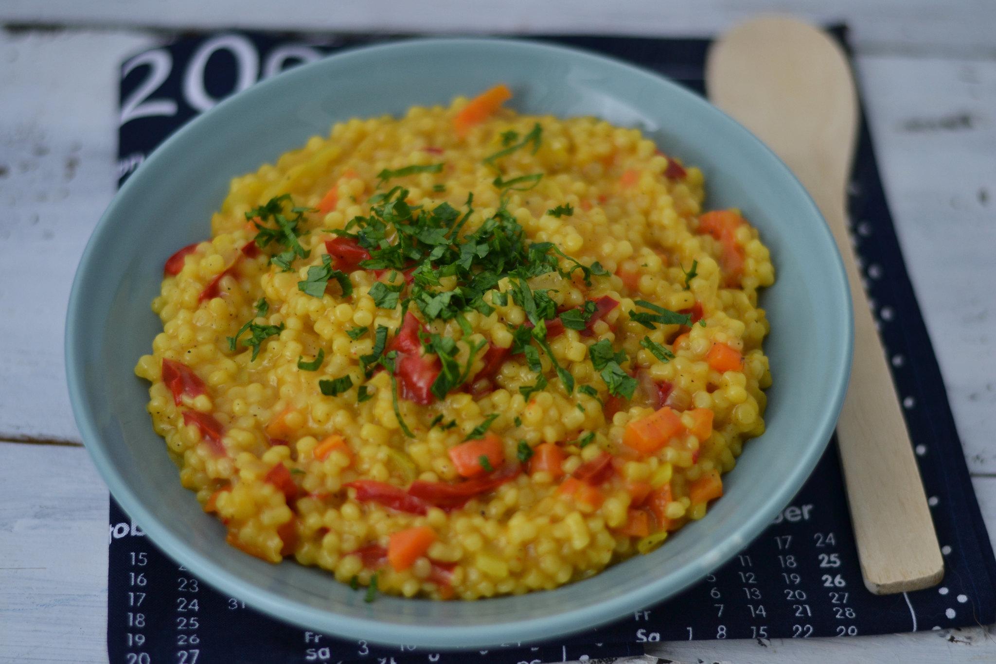5 idei de mancaruri usoare cuscus cu legume si turmeric