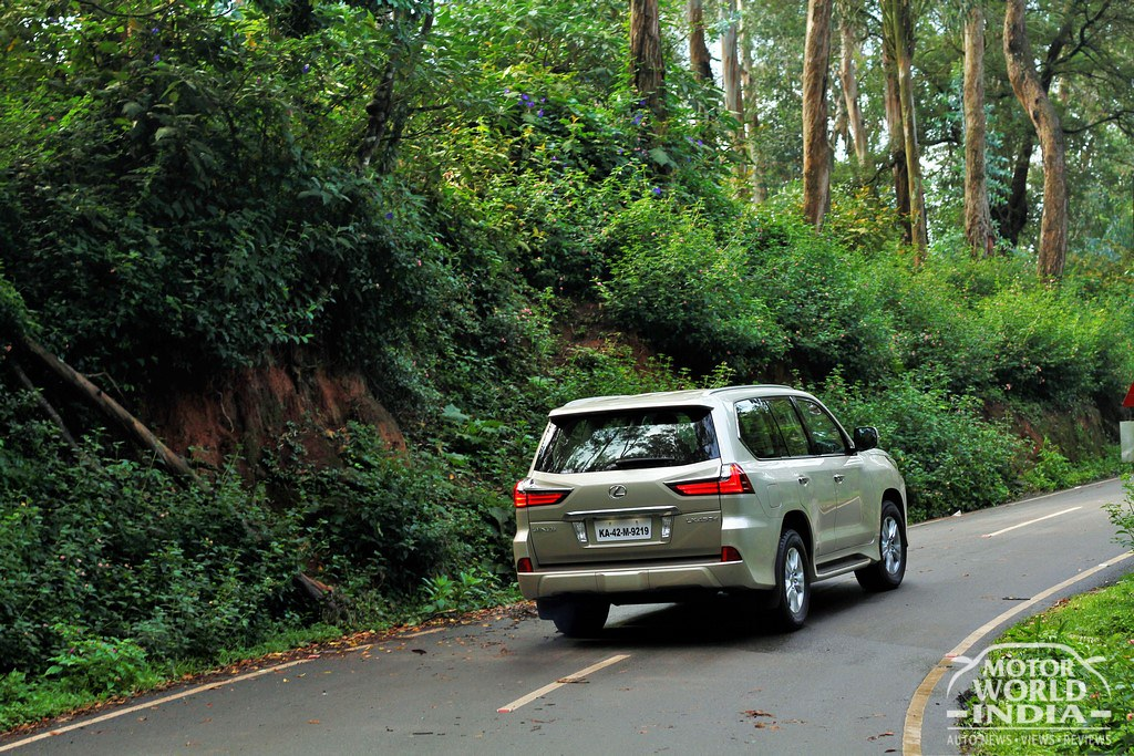 Lexus-LX-450d-Tracking-Shots (3)