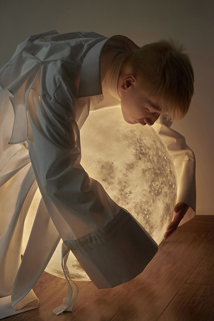 Full moon lamp for Acorn Studio's Luna lamp by Hong Kong fashion photographer Leungmo Sundeno_03