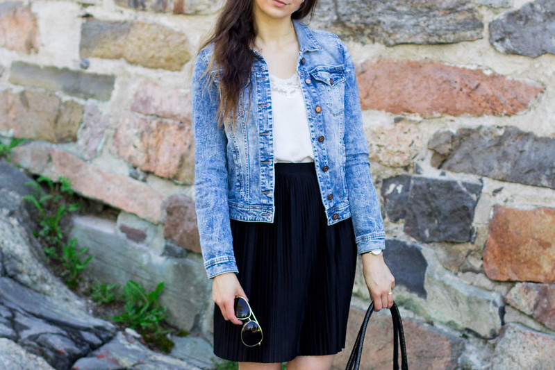 black pleated skirt outfit 6