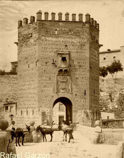 Puente de Alcántara  en 1897 por Rafael Garzón