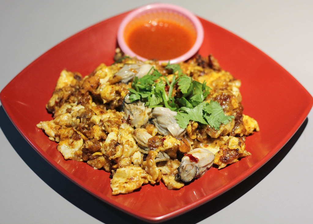 Chomp Chomp Food Centre: Oyster Omelette