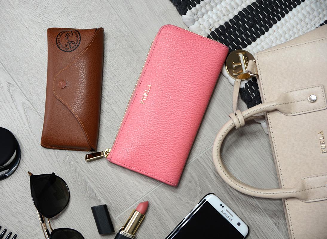 eca0b035b98f3 Zawartość mojej torebki + przegląd - DaisyLine - blog o modzie, blog ...