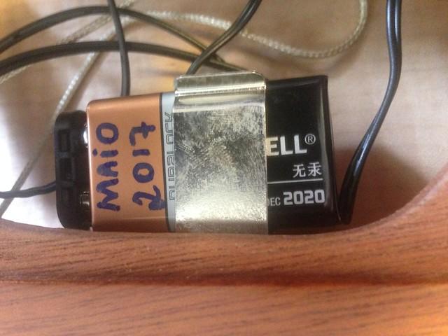 Trocando a bateria de 9v 33933223234_fd294596bb_z