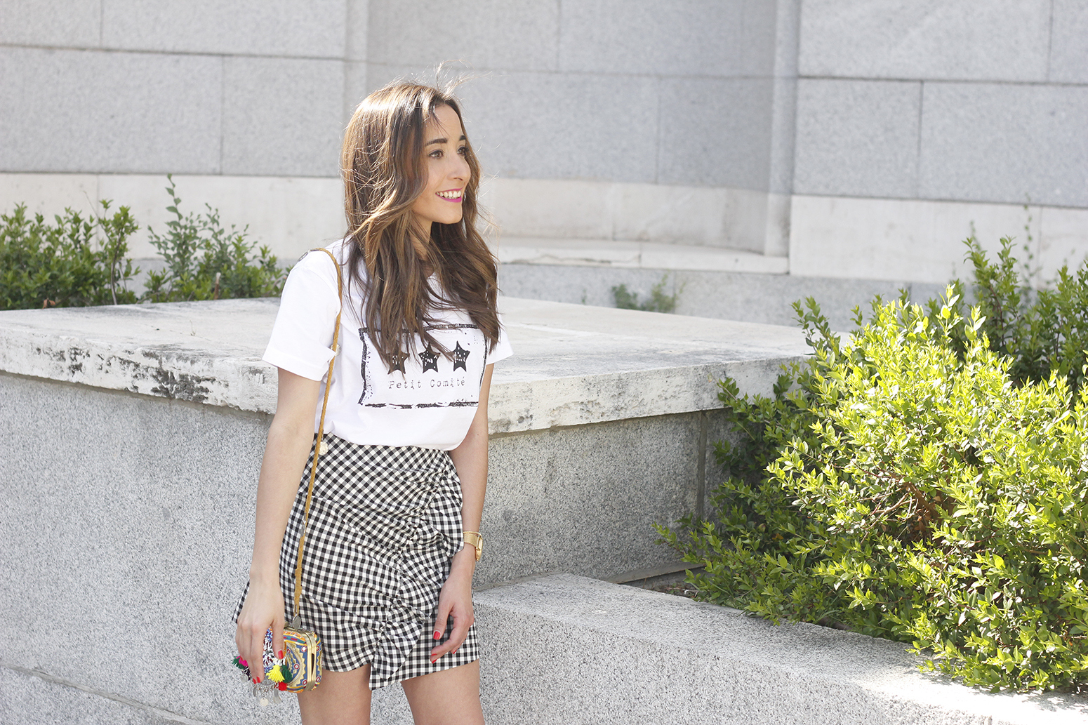 vichy skirt white t-shirt carolina herrera pink heels outfit style fashion summer09