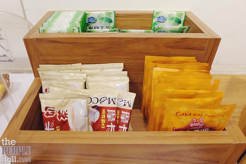 VIA Hotel Ximending complimentary tea, milk tea, instant coffee