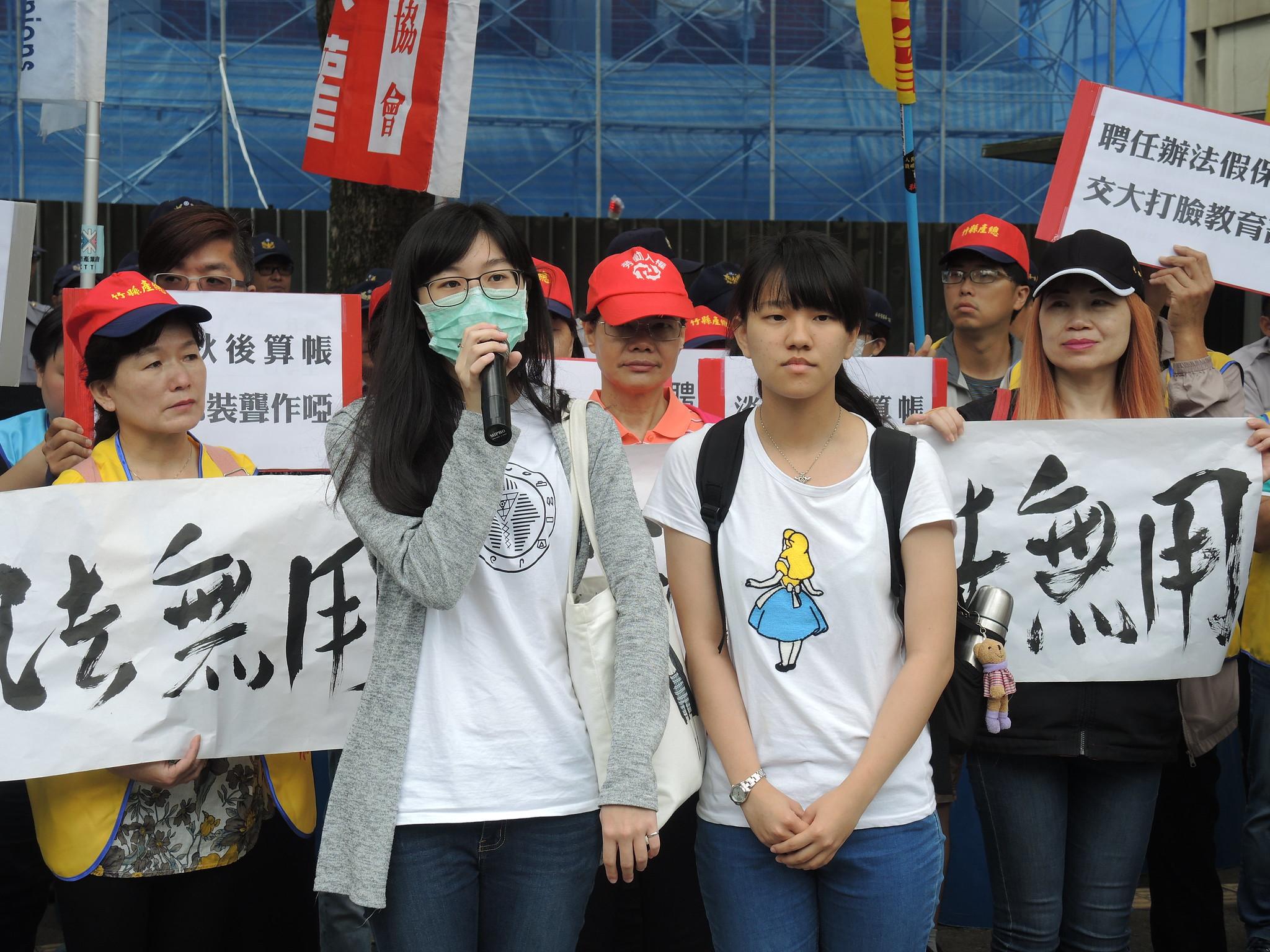 宋亞克老師課堂學生也來聲援,希望能有更良好的教學環境。(攝影:曾福全)