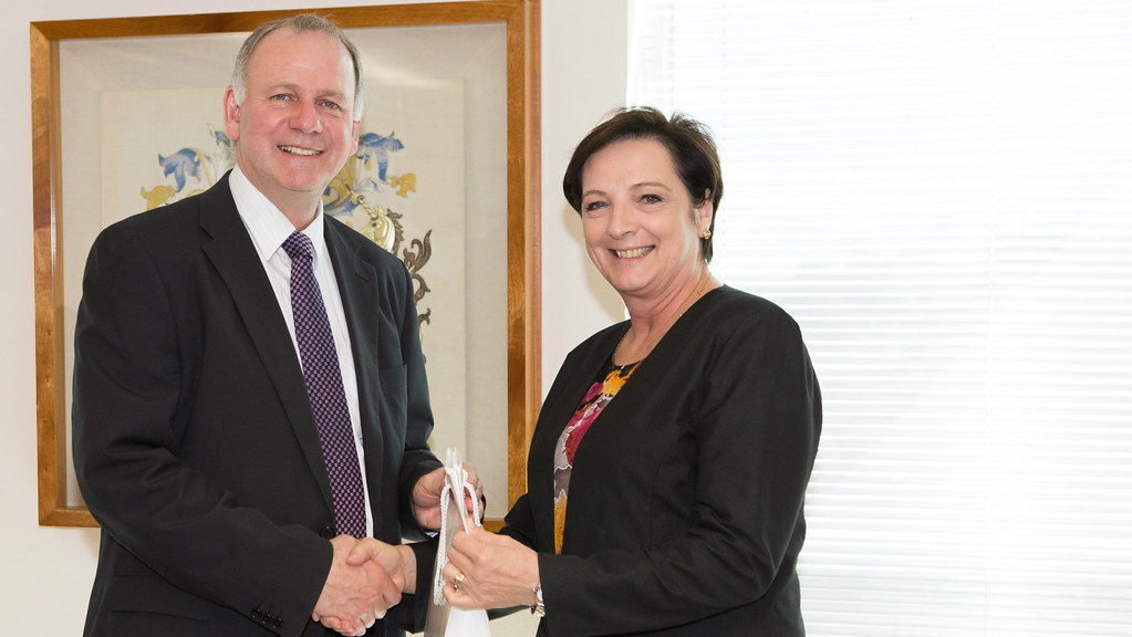 Deputy Vice-Chancellor Bernie Morley welcomes Vice-President of the University of Pretoria, Professor Stephanie Burton
