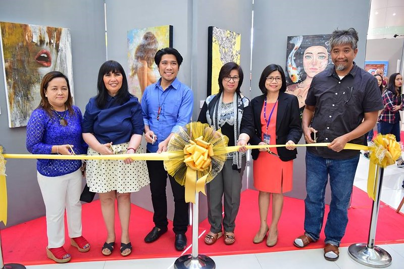 Sintomas Exhibit Ribbon Cutting