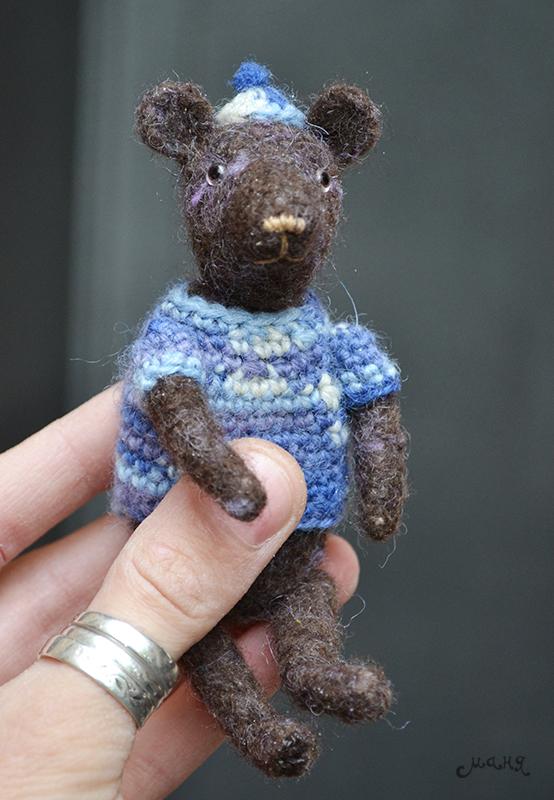 Tiny bear amigurumi pattern | Amiguroom Toys | 800x554