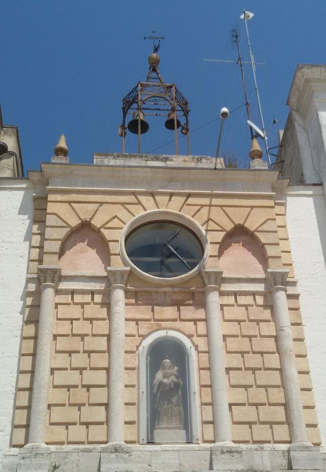 Noicattaro. Orologio della piazza intero