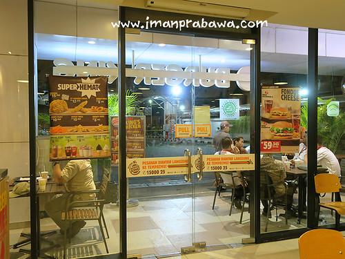 Pintu Masuk Depan Burger King Cempaka Putih