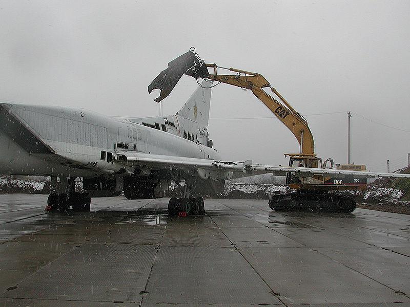 Desguace de un Tu-22M ucraniano