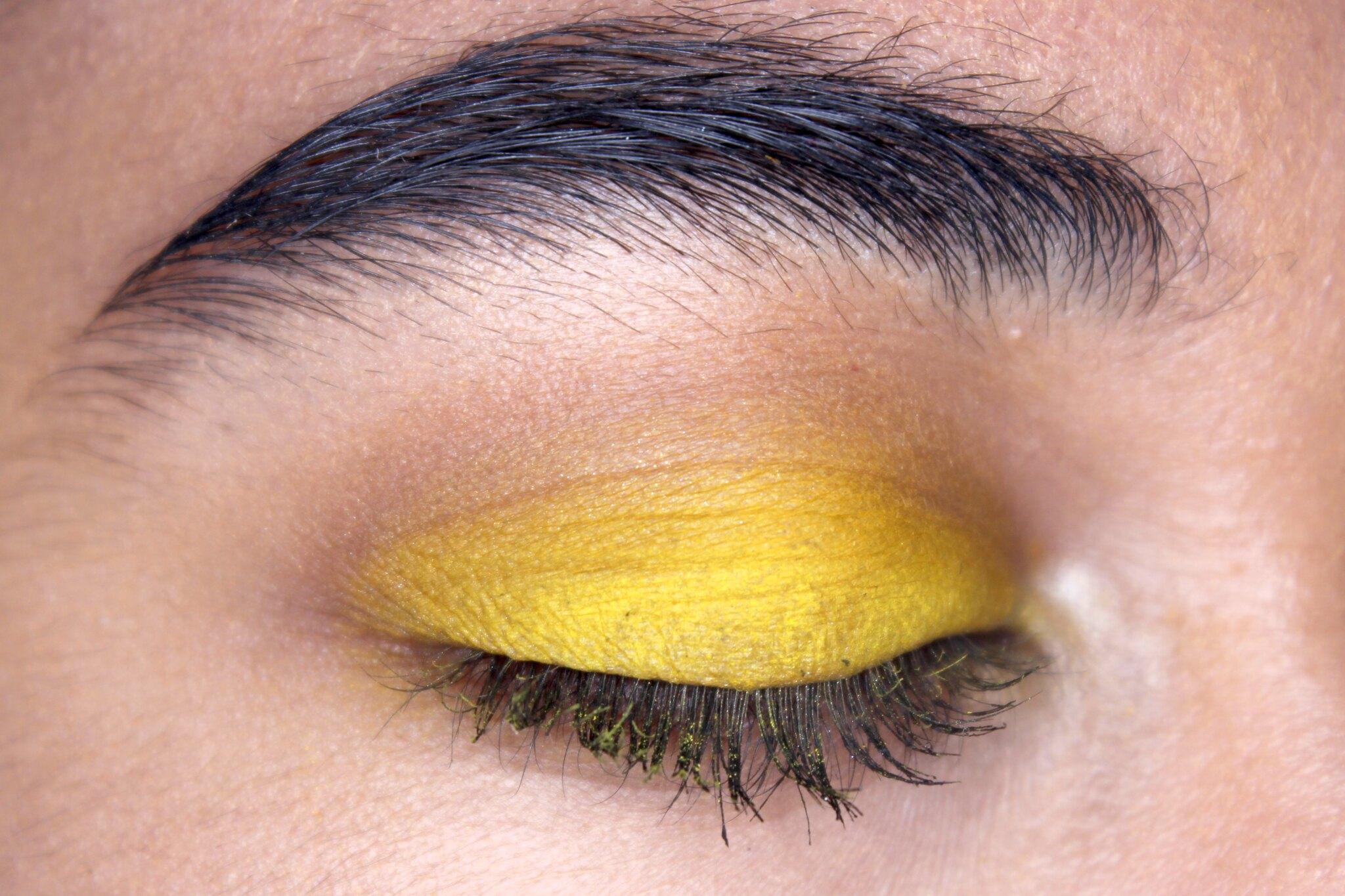 yellow_eyeshadow