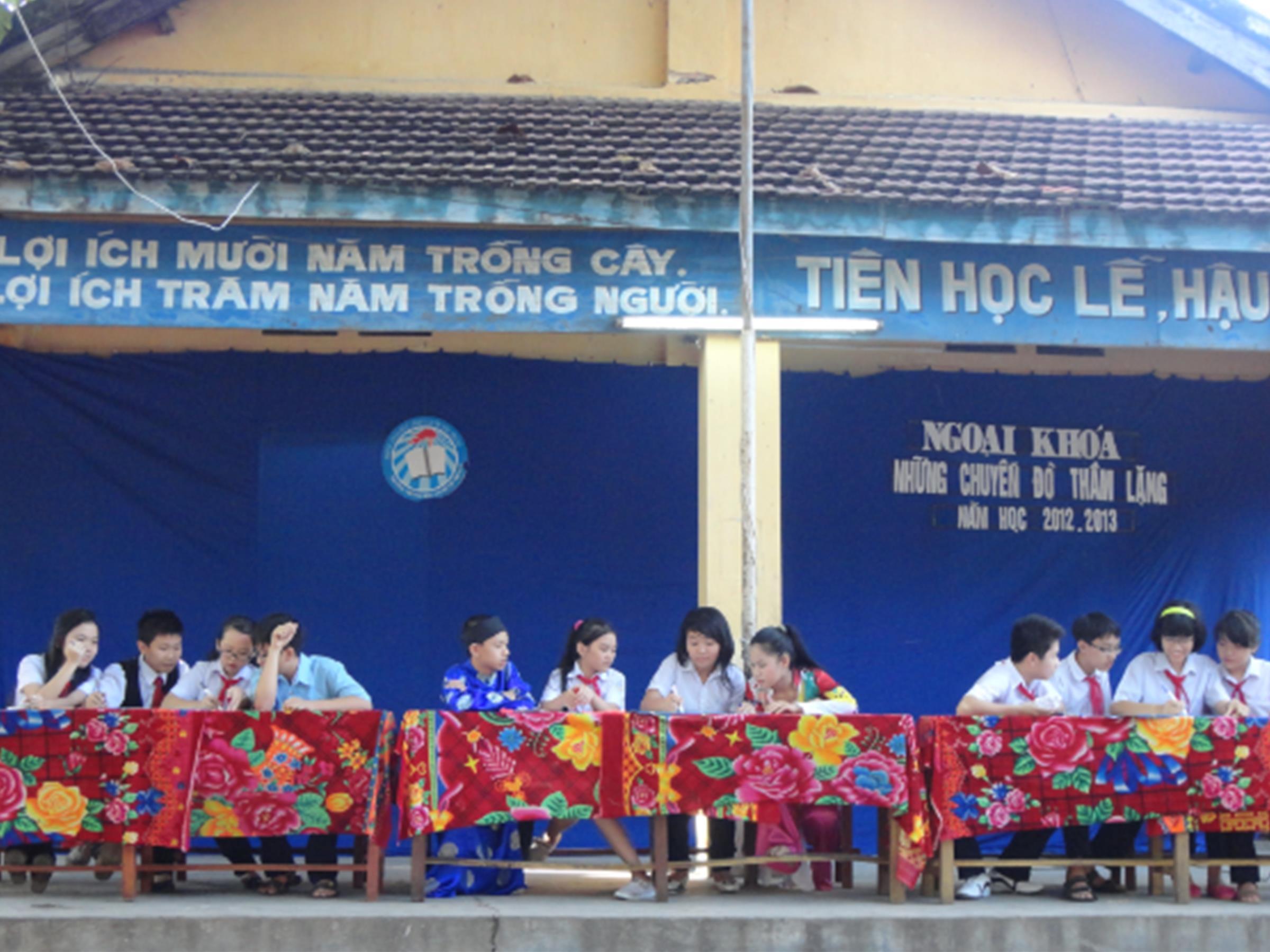 Hoạt động ngoại khoá chào mừng ngày 20.11.2012