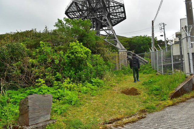 無線中継所から三原山登山開始