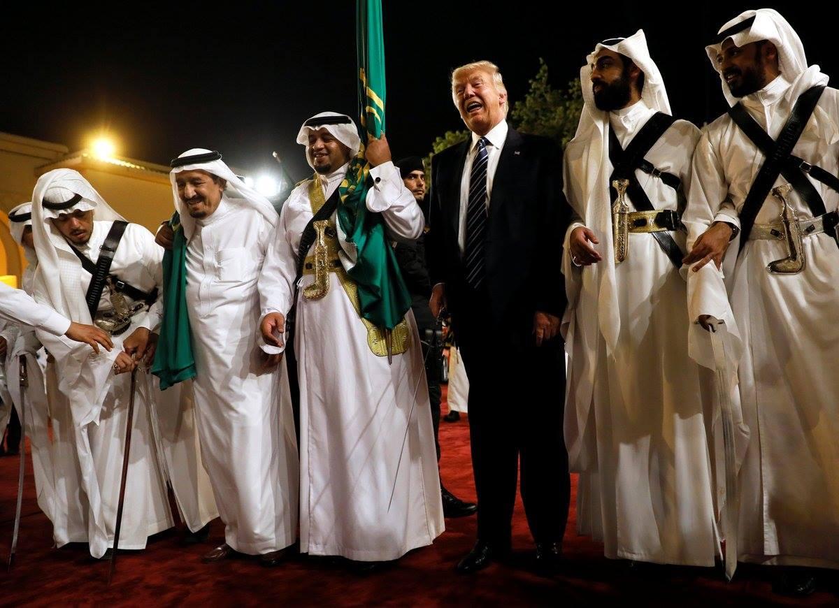 العرضة السعودية ترامب  (2)