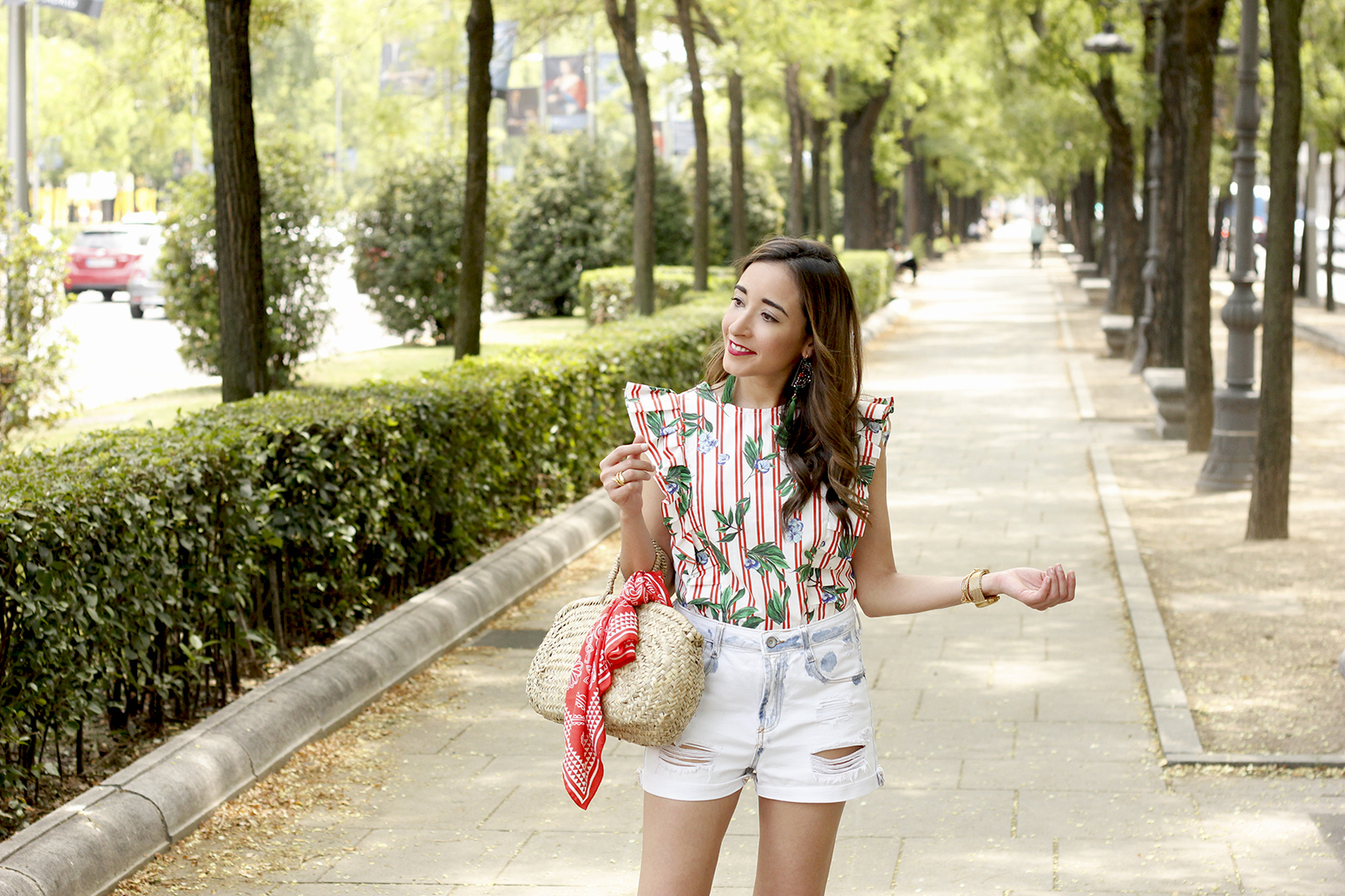 Top with stripes and ruffles midi heels ripped denim shorts summer outfit07