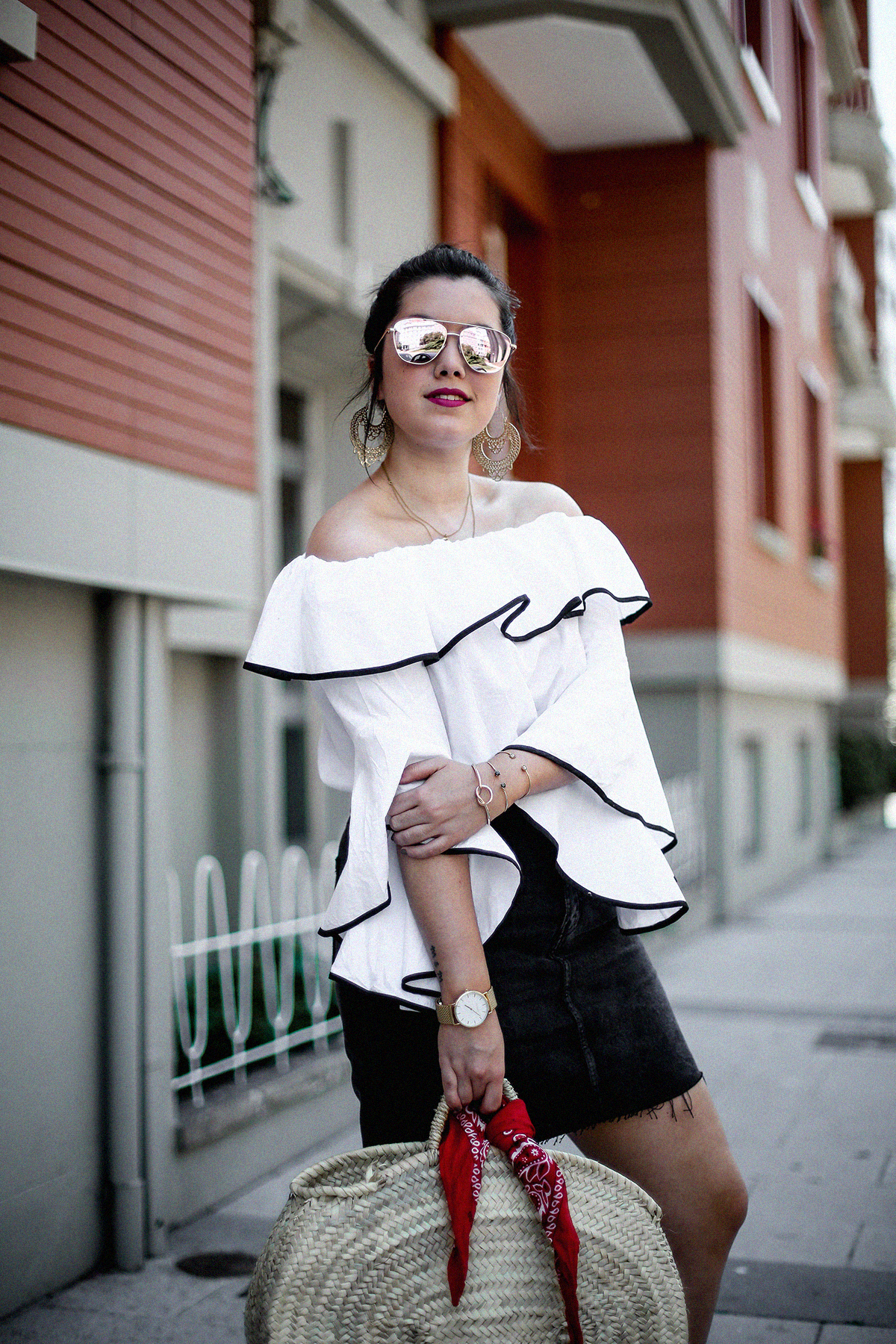 ruffle-top-off-shoulder-sunper-sunglasses-basket-bag-look10