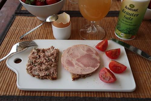 Leberwurst und Bierwurst (vom Tebbehof) auf Dinkel-Sonnenblumenbrot (vom Biobäcker)