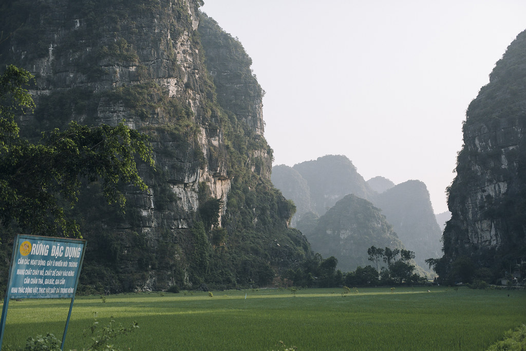 Tam_Coc_x, Ninh Binh and Tam Coc National Park, a Photo and Travel Diary by the Blog The Curly Head, Photography by Amelie Niederbuchner,
