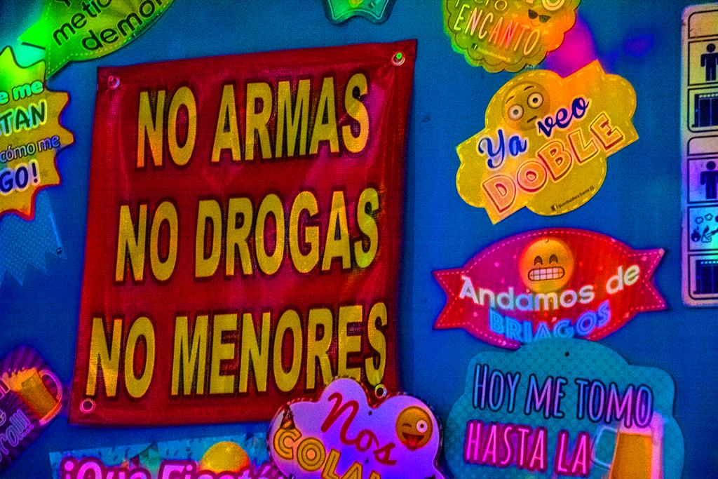 NO ARMAS NO DROGAS NO MENORES--Mexico City