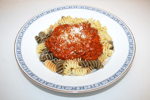 Spirelli with ground meat tomato sauce / Spirelli mit Hackfleisch-Tomatensauce