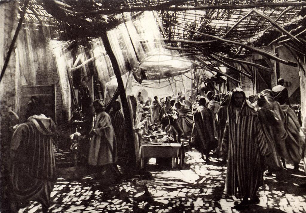 Maison de la Photo de Marrakech : Photo de Flandrin du souk de Marrakech vers 1920/1930.