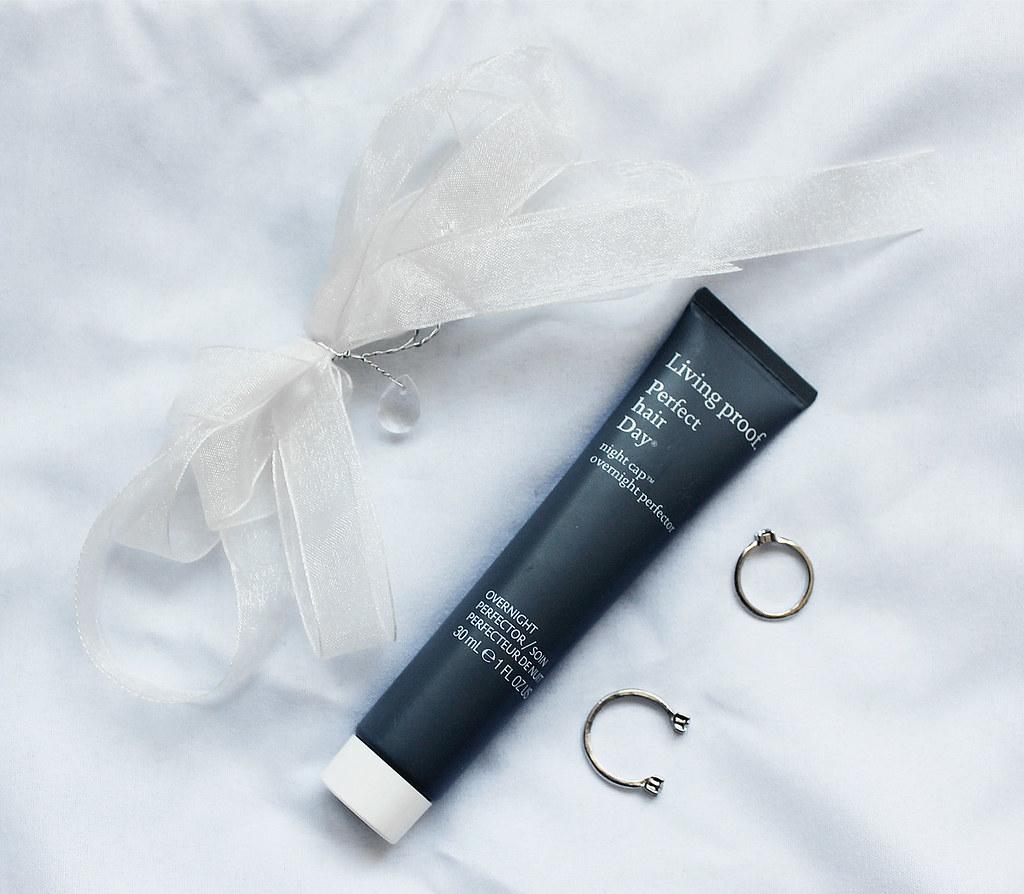 4349-livingproof-haircare-hair-sephora-beauty-cosmetics-clothestoyouuu-elizabeeetht-flatlay