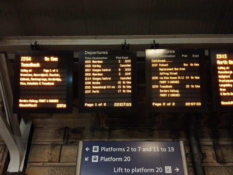 イギリスの列車の電光掲示板
