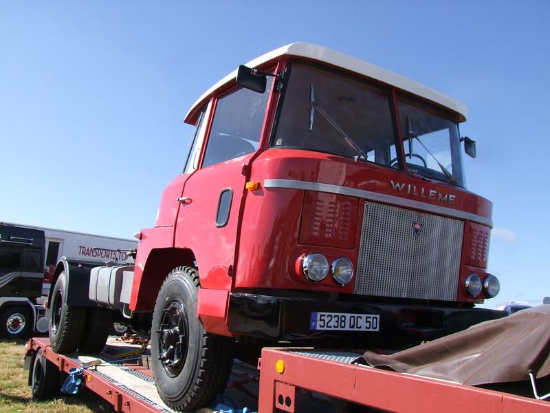 Rassemblement de camions anciens en Normandie 34724910514_15e58154ec_c