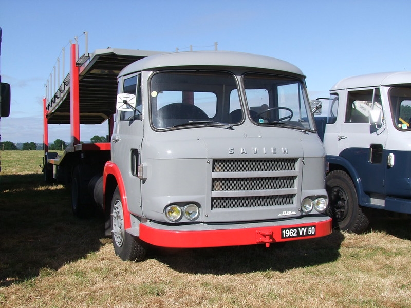 Rassemblement de camions anciens en Normandie 34731535003_49ffa25c7a_c