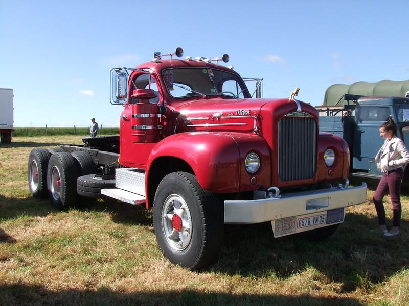 Rassemblement de camions anciens en Normandie 34756972793_13d20ab7df_c