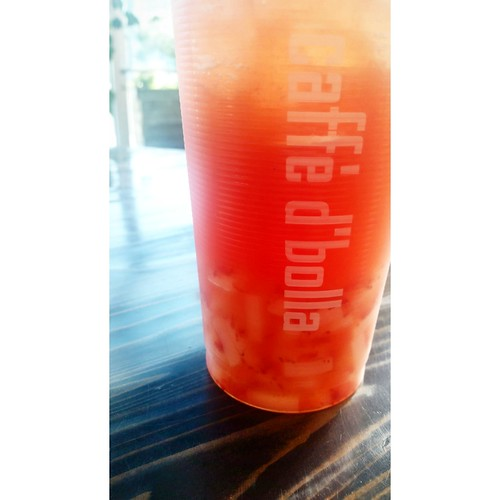 a yummy and refreshing strawberry bubble tea