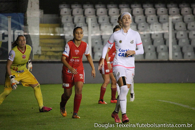 Lance da partida Santos 0 x 0 Audax, válida pelas quartas de final do Brasileirão Feminino de 2017