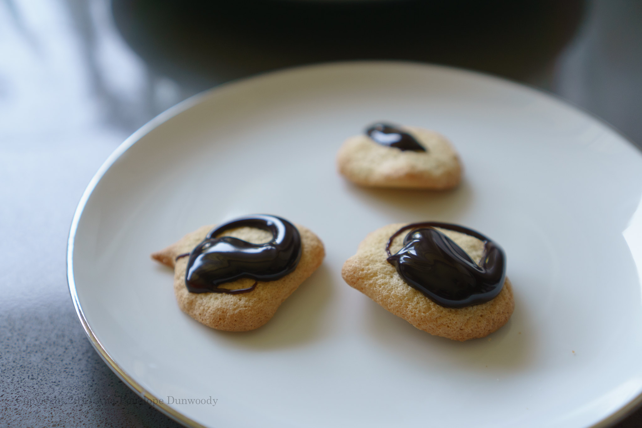 Sponge Drops with Dark Chocolate Sauce