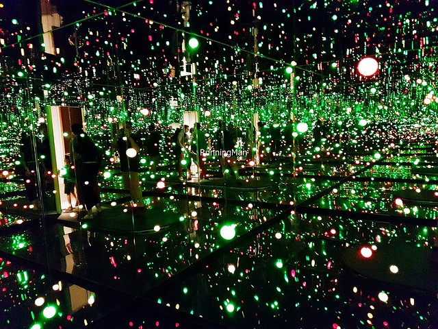 Infinity Mirrored Room - Gleaming Lights Of The Souls