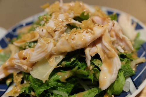 蒸し鶏とガリのゴマドレサラダ