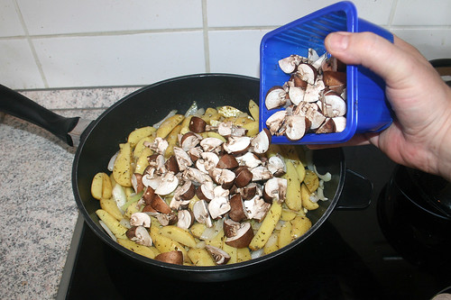 33 - Champignons dazu geben / Add mushrooms