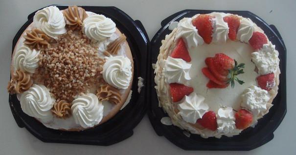 第2天过期的蛋糕,两只才$1.8。我很没出息,直到现在口味还很小朋友。