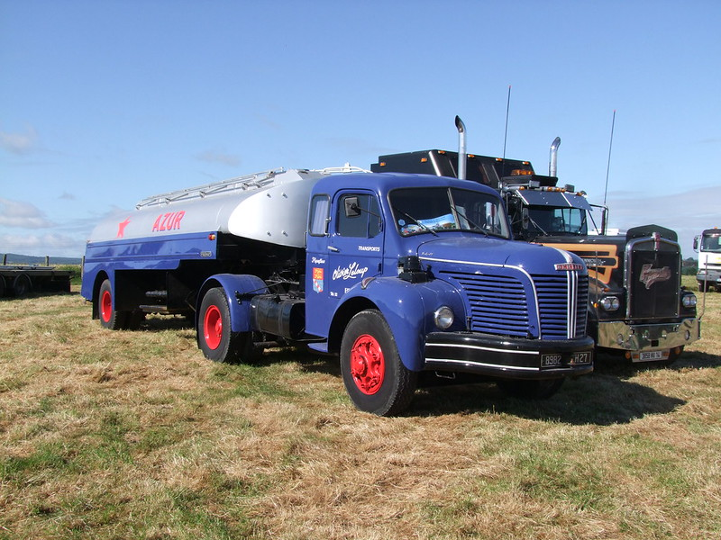 Rassemblement de camions anciens en Normandie 34700872964_583a74c98d_c