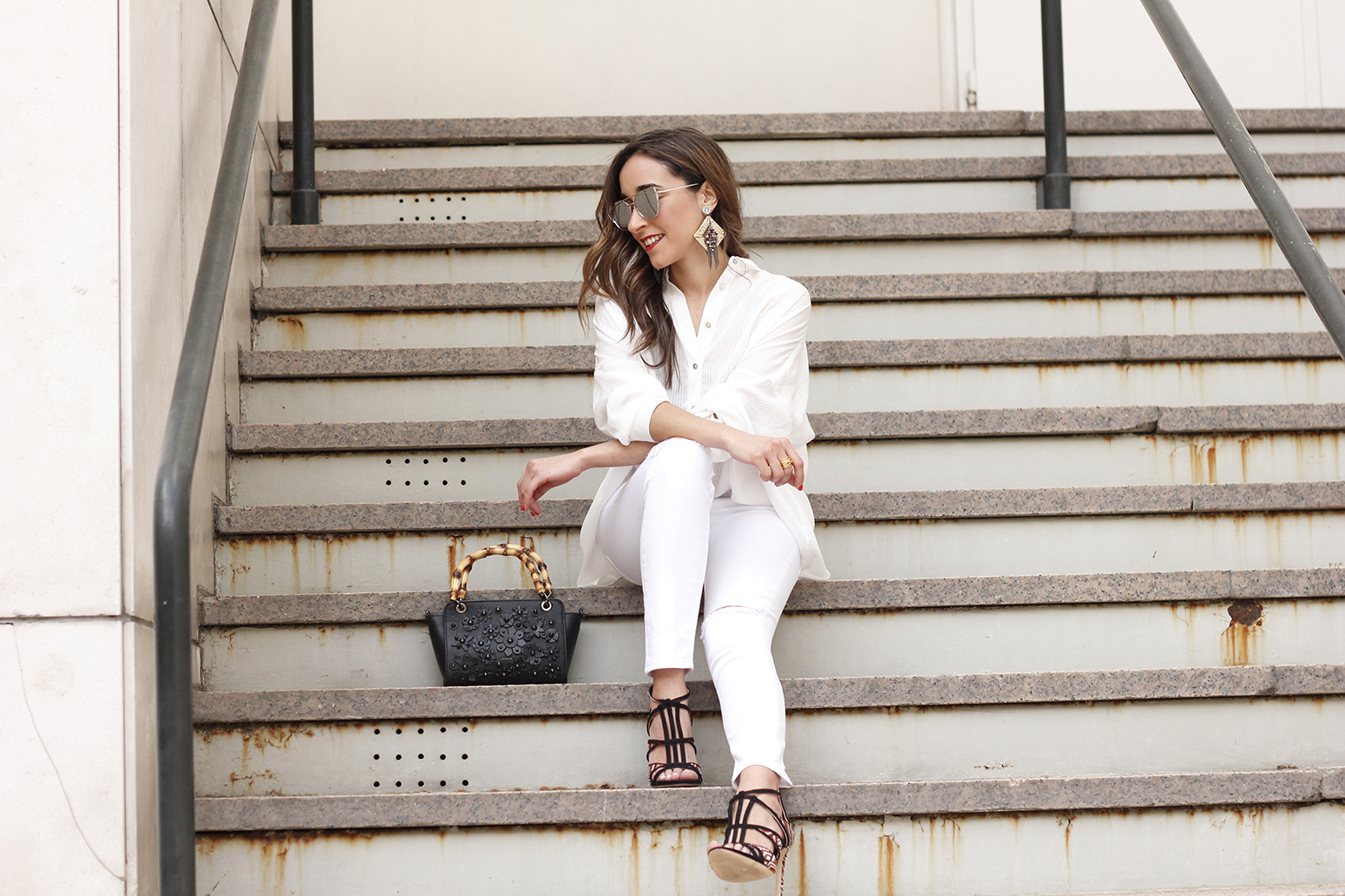 white outfit uterqüe bag heels summer style2