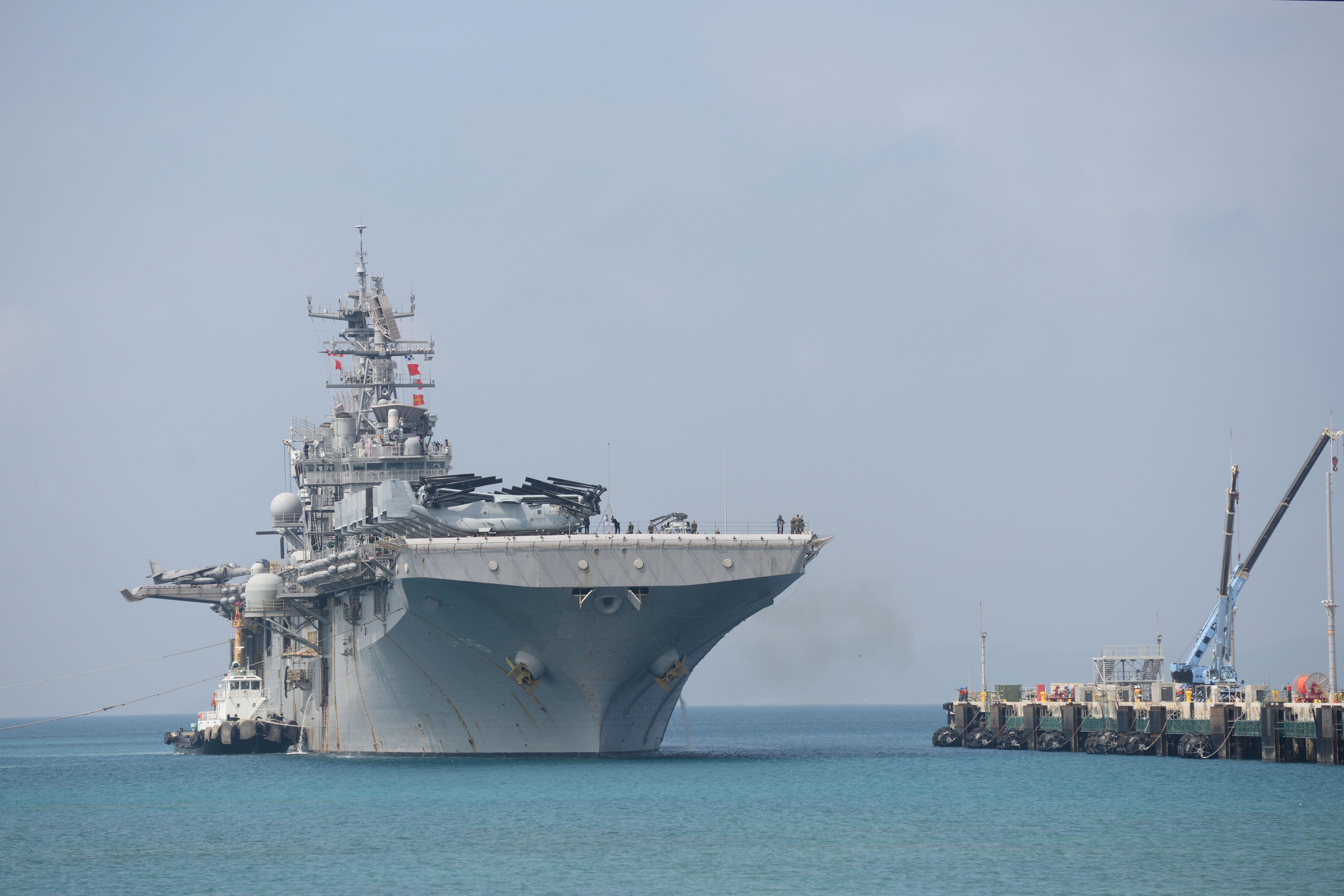 Amphibious assault ship (LHA - LHD - LPD) - Page 4 34753877890_66e6d9d872_o