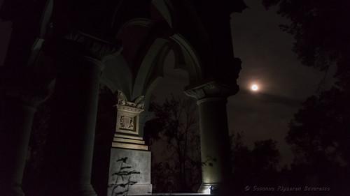 Villa Durazzo Pallavicini: Il Mausoleo del Capitano e la Luna Piena