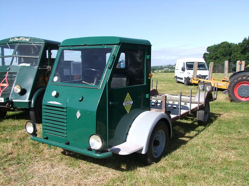 Rassemblement de camions anciens en Normandie 35364382802_6ba0c0a0f3_c
