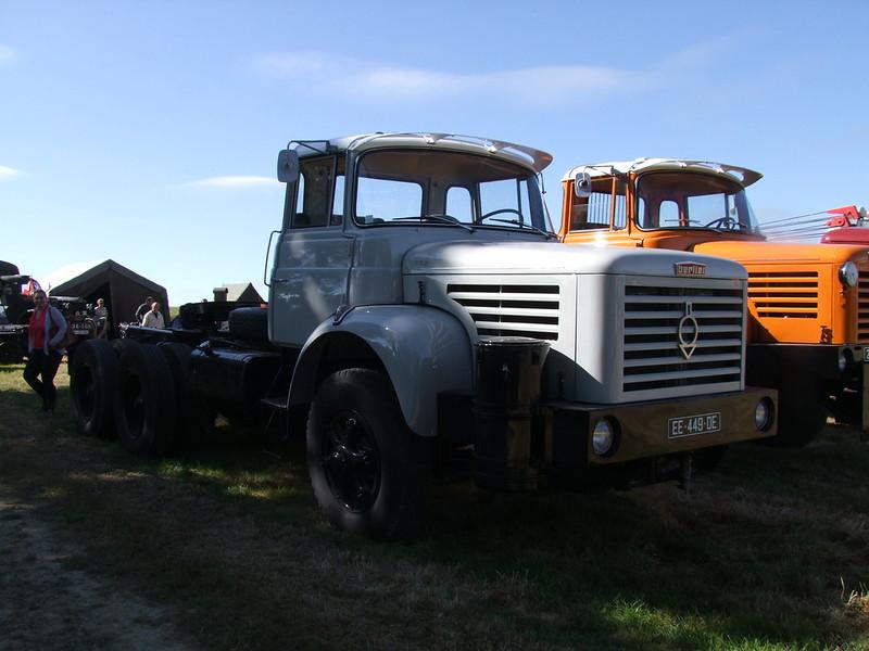Rassemblement de camions anciens en Normandie 35375407862_926ac3b65e_c